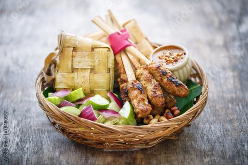 Fotobehang Klaar gerecht Chicken Satay et Ketupat, Bali, Indonésie