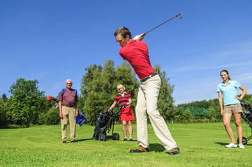 Gemeinsam beim Golf spielen