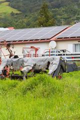 panneaux solaires sur toit de ferme
