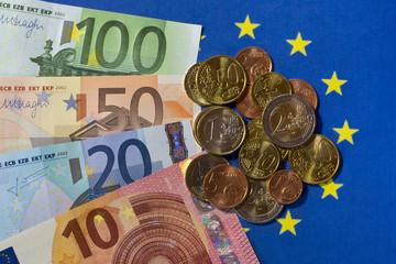 Euro-Geldscheine und Euro-Münzen, Europaflagge