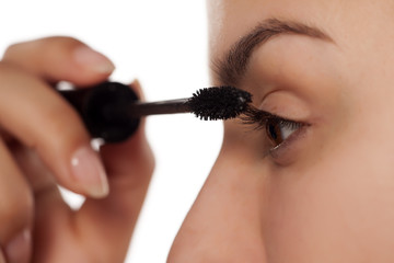 women apply mascara on her eyelashes