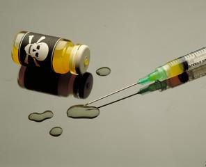 Jeringa con frasco de veneno,Concepto de envenenamiento.