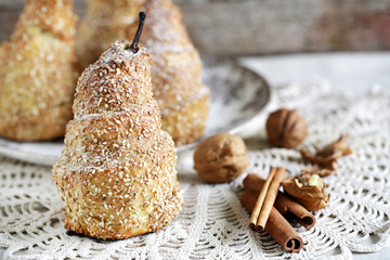 Baked pear with sesame seeds and cinnamon, crusty pastry