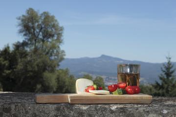 Pomodori ciliegini e pecorino toscano