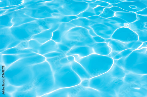 Water in swimming pool - 79498179