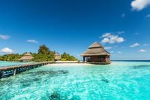 "Постер, картина, фотообои ""Beach Villas on small tropical island"""