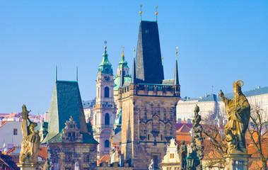 Prague, tour gothique, église saint Nicolas vus du pont Charles