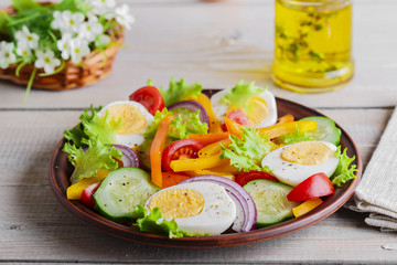 vegetable salad with pepper tomato cucumber and egg