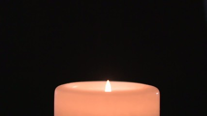 2 in 1: Pink candle burns slowly and flame goes out