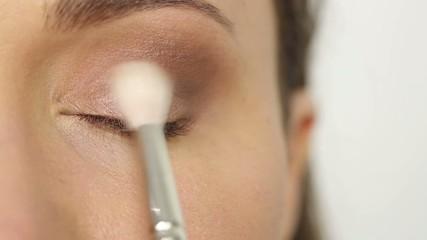 Base makeup for eyes