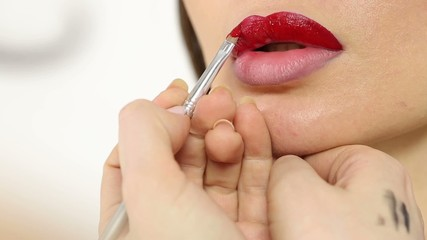 Professional makeup: contour for lips