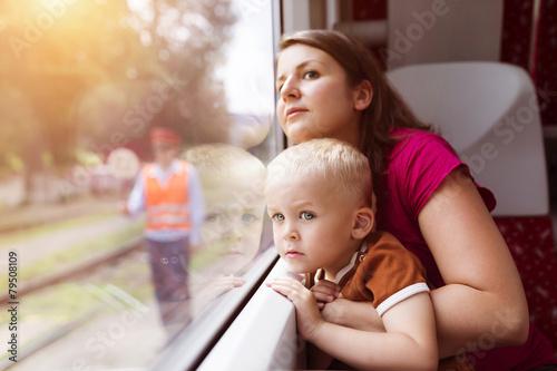Family travel in train - 79508109
