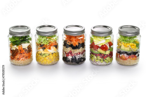 Aluminium Salade vegetable salad in glass jar, white background
