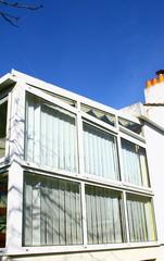 véranda ,façade vitrée et store