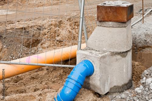 Leinwandbild Motiv Strassenbau - Ein neuer Gulli für die Oberflächen-Entwässerung