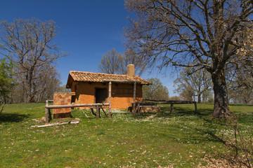 Cabaña de Adobe en el Monte