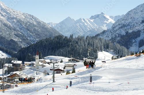Winterpanorama auf Skigebiet Warth im Arlberg - 79530320