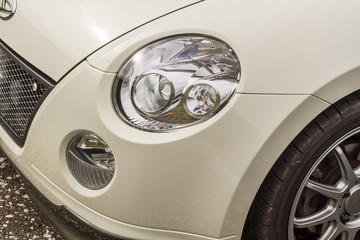 車のヘッドライト  Headlight of the Japanese car