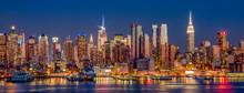 Нью-Йорк Манхэттен вид небоскребов в ночное время