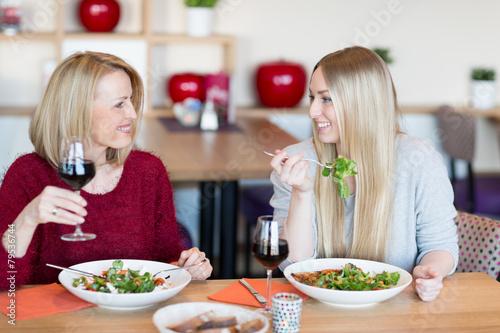 Fototapeta Mutter und Tochter