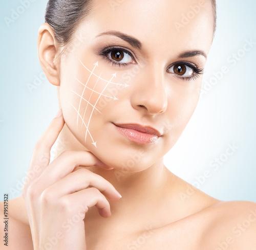 obraz lub plakat Close-up portret pięknej i młodej kobiety