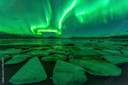 Foto op Aluminium Nacht Northern lights (Aurora borealis) reflection