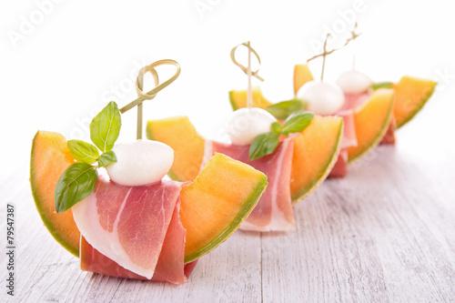 Fotobehang Salade prosciutto with melon