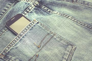 bolsillo de pantalon vaquero con un telefono movil