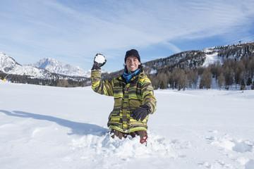 tirare una palla di neve