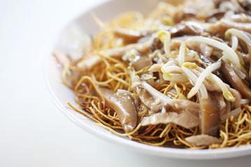 Crispy egg noodles with pork