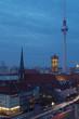 skyline von berlin mit fernsehturm bei nacht