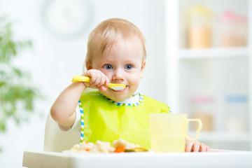 kid eating healthy food