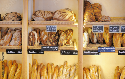 Papiers peints Pain Freshly baked breads in French bakery