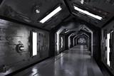 Gang innen durch ein dunkles Raumschiff - 79579114