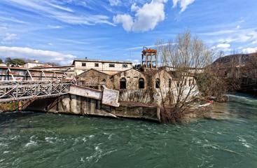 vecchio stabilimento su fiume liri