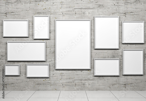 Empty frames in show room - 79585938