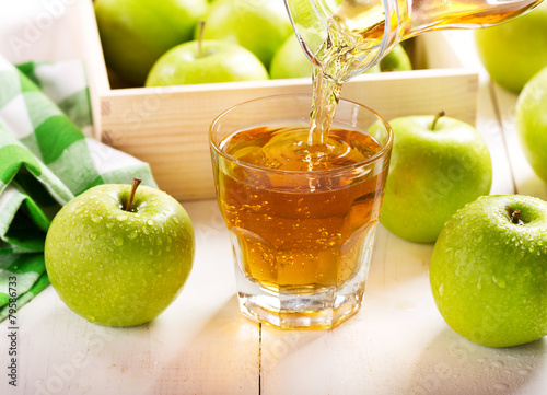glass of apple juice with fresh fruits - 79586733