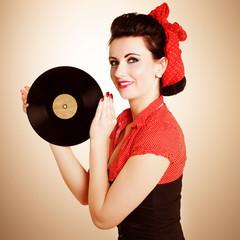 Frau mit Schallplatte