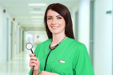 lächelnde Ärztin mit Stethoskop