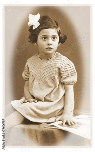 Kleinkind vor 80 Jahren - 79606787