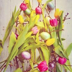 Osterkarte - bunte Osterdekoration mit Blumen