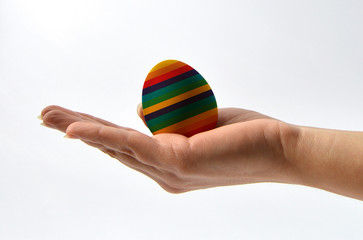 hand that protects an egg