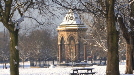 ZO WS OF THE DRINKING FOUNTAIN IN VICTORIA PARK LONDON