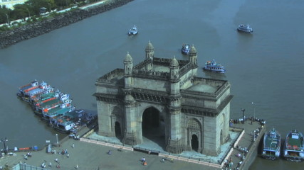 Zoom in on gateway of india elevated view