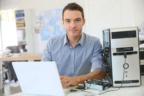 Engineer proceeding to data recovery from computer - 79637737