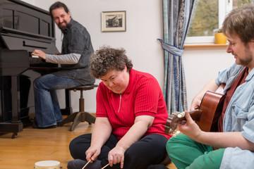 Musiktherapie mit geistig behinderten Frau
