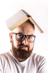Uomo con libro