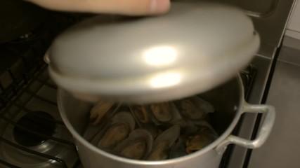 Steamed Mussels Pot Open Close