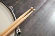 Leinwanddruck Bild - Drum sticks lay on an drum set
