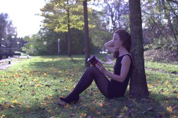 Jeune Femme au livre.